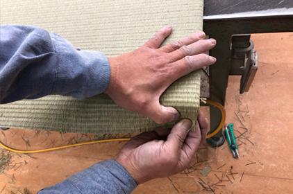 機械を導入しても、微調整や細かい箇所は全て手作業になります。