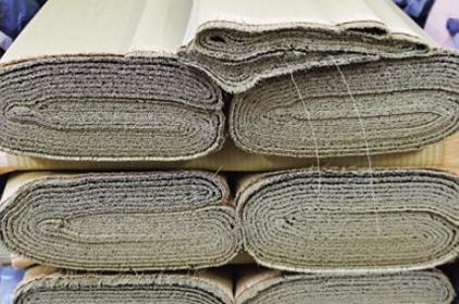 常時国産畳表3000枚のストックヤード
